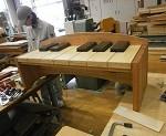 ピアノの形をしたベンチ